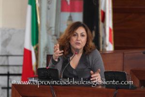 Il sindaco di Carbonia Paola Massidda dopo le dimissioni dell'assessore Mauro Manca: «Non molliamo! L'attività amministrativa resta solida».