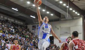 Scott Bamforth vestirà la maglia della Dinamo Banco di Sardegna anche nella prossima stagione.