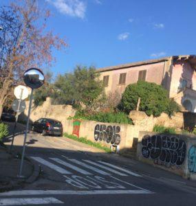 Nei giorni scorsi gli operai della So.Mi.Ca., a Carbonia, hanno disegnato le nuove aree di sosta, nel tratto di viale Trento compreso tra via della Vittoria e via Cannas.