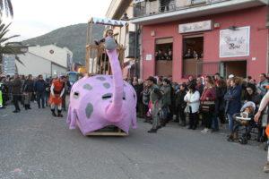 Sette carri, diverse centinaia di maschere e migliaia di spettatori, al Carnevale teuladino 2018.
