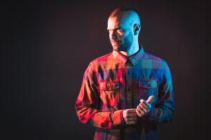 Shardana è il titolo del nuovo lavoro di studio del rapper olbiese En?gma, da venerdì 23 febbraio in tutti i negozi di dischi e digital store.