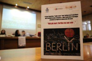 """Si è svolta stamane nell'Aula consiliare del comune di Sant'Antioco, la conferenza conclusiva del progetto scolastico di educazione alla pace """"Mai più muri, Berlino ma non solo…"""""""
