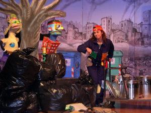 """Domenica 25 marzo e domenica 8 aprile, al Teatro delle Saline di Cagliari, la compagnia Bocheteatropropone lo spettacolo """"Il pianeta fai da te""""."""