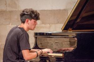 Sabato a Cagliari, per la rassegna 5×88, arriva il diciassettenne Mattia Vlad Morleo.