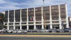 """La mostra allestita al piano terra del Palazzo del Consiglio regionale a Cagliari """"Cronaca dell'Autonomia Sardegna 1943 -1953"""" resterà aperta sino al 10 agosto."""