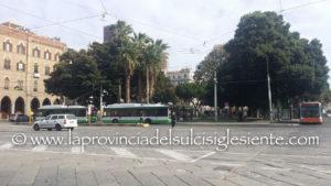 E' in fase di conclusione, in piazza Matteotti, a Cagliari, un intervento dei carabinieri della locale Compagnia per una lite segnalata tra extracomunitari.