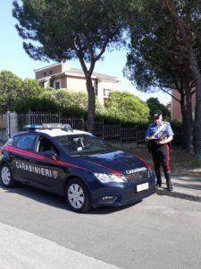 Una ragazza 22enne ha denunciato ai carabinieri del Nucleo radiomobile di Cagliari di essere stata aggredita, in Piazza delle Muse, da un extracomunitario, poi datosi alla fuga e ora ricercato.