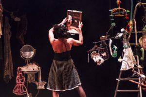 """Domani, venerdì 11 maggio, alle 21.00, al Teatro delle Saline di Cagliari, va in scena """"Madame Brulée in C'est la vie! – Le quotidiane acrobazie del vivere"""""""