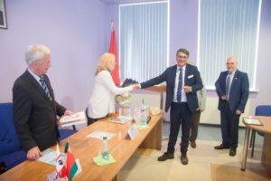 Il presidente della Comunità Mondiale della Longevità Roberto Pili, ha ricevuto un nuovo riconoscimento  al merito dell''Accademia Nazionale delle Scienze della Repubblica Bielorussa.