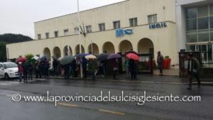 La pioggia non ha fermato il sit-in promosso dal circolo cittadino dei Riformatori sardi, davanti alla sede INPS, per denunciare il rischio smantellamento della sede.
