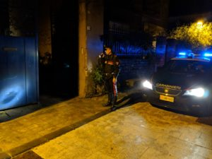 Tre malviventi ieri sera hanno rapinato tre fratelli anziani (un uomo e le due sorelle) nella loro abitazione a Villanovafranca, per un bottino di 300 euro.