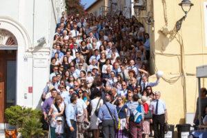 """Sabato sera, in occasione della terza giornata del Girotonno, centinaia di testimoni di Geova hanno """"invaso"""" pacificamente l'isola di San Pietro."""