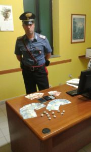Ieri sera i carabinieri della stazione di Assemini, hanno arrestato un minore cagliaritano per il reato di detenzione ai fini di spaccio di sostanze stupefacenti.
