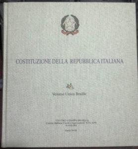 Sabato 2 giugno, nella sala polifunzionale del comune di Carbonia, verrà esposta una copia unica della Carta costituzionale stampata in Braille per ipovedenti e non vedenti.