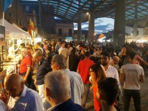 """Successo a Olbia per la """"Festa del gusto"""", in migliaia nel centro storico del capoluogo gallurese, tra cibo e spettacoli."""