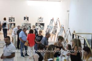 """È stata inaugurata ieri sera, a San Giovanni Suergiu, nei locali di via Vittorio Emanuele, la mostra di pittura """"Omaggio a Charlie Chaplin"""" dell'artista Luciano Mei."""