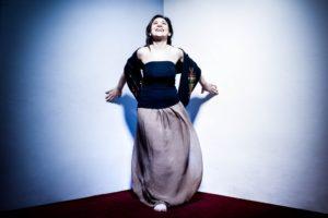 Voce della Sardegna per eccellenza, è la cantante Elena Ledda che si aggiudica con Lantiàs (S'Ard Music) il Premio Nazionale Città di Loano per la Musica Tradizionale Italiana.