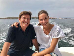 Conclusa la prima fase delle riprese dell'Isola di Pietro 2, Gianni Morandi tornerà a Carloforte in settembre, quando probabilmente replicherà il grande concerto gratuito del 2016.