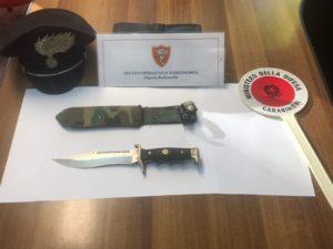 Un 54enne cagliaritano è stato sorpreso dai carabinieri di Cagliari mentre si aggirava in pieno giorno a bordo della propria auto nel quartiere di Sant'Elia armato di un pugnale lungo 30 centimetri.