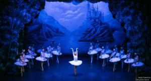 Uno dei balletti classici più emozionanti, Il lago dei cigni, il 4 agosto, al Forte Arena di Pula.