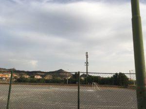 Terminati i lavori, è nuovamente fruibile il campo di calcio Santa Barbara, in via Giovanni Maria Angioj, a Carbonia.