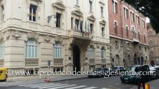 Il Tar ha accolto la richiesta di sospensione del provvedimento: gli investitori americani dovevano entrare in Sardegna
