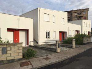 """Mercoledì 1° agosto, a Carbonia, verranno consegnate le chiavi delle prime 12 nuove case della lottizzazione """"Area"""" corta tra via Roux e via Ogliastra."""