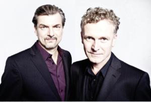 """Con i virtuosi della chitarra Michael """"Kosho"""" Koschorrek e Augustin Wiedemann, domani ritornano """"I tramonti di Porto Flavia""""."""