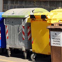 La Giunta regionale ha stanziato oltre 4 milioni di euro per favorire la raccolta differenziata e recuperare le aree comunali degradate per abbandono di rifiuti.