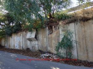 A distanza di quasi tre anni dalla riapertura al traffico, hanno ceduto due pannelli sulla parete laterale della SP2 che dà verso il centro abitato di Barbusi.