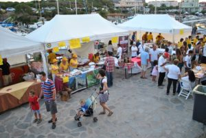 "Lo street food protagonista a ""L'Isola in Vetrina"", a Stintino."