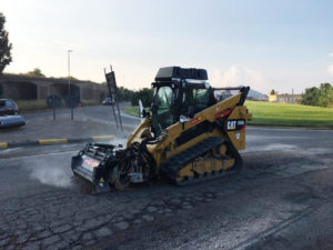 Sono iniziati stamane i lavori di rifacimento parziale del manto bituminoso nella rotatoria di Is Gallus e nella rotatoria Passante Ovest della strada statale 126.