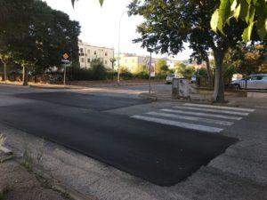 Iniziati il 6 agosto scorso, proseguono a pieno ritmo, a Carbonia, i lavori di riparazione delle buche stradali eseguiti dagli operai della So.Mi.Ca.