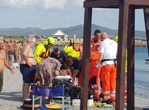 Dramma sfiorato questa mattina sulla prima spiaggia di Porto Pino. Una donna anziana stava per annegare nell'acqua bassa, soccorsa è stata salvata dall'elisoccorso.