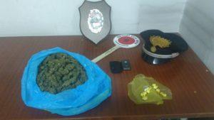 I carabinieri di Sanluri hanno arrestato un 46enne incensurato, trovato in possesso di 10 dosi di cocaina e 250 grammi di marijuana.