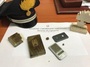 Nella tarda serata di ieri, i carabinieri della stazione di Capoterra hanno arrestato un 18enne del posto nell'ambito dei servizi di contrasto al traffico di sostanze stupefacenti.