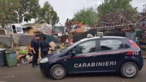 I carabinieri della Compagnia di Carbonia hanno denunciato a piede libero un 48enne domiciliato nel campo nomadi di Carbonia, per il reato di gestione di rifiuti speciali ed urbani pericolosi, non autorizzata.