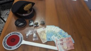 I carabinieri di Dolianova e Senorbì hanno arrestato un 28enne di Senorbì nel corso di un servizio finalizzato alla repressione dello spaccio di sostanze stupefacenti.