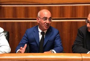 Nanni Lancioni (PSd'Az): «Il vento ha messo in ginocchio le aziende nelle campagne di Decimoputzu, subito un intervento per lo stato di calamità naturale».
