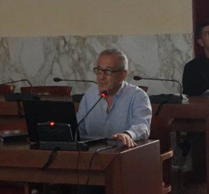 E' in corso, nella sala polifunzionale di piazza Roma, a Carbonia, l'incontro organizzato dalla Fondazione del Cammino Minerario di Santa Barbara.