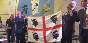 """L'assessore regionale degli Affari Generali Filippo Spanu è intervenuto nella città belga di Genk, nelle Fiandre, alla cerimonia per i 50 anni dell'associazione dei sardi """"Grazia Deledda""""."""