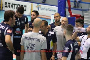 Netta sconfitta, per la VBA/Olimpia Sant'Antioco, a Roma, sul campo dell'Armundia: 3 a 0 (25 a 14, 25 a 15, 25 a 13).