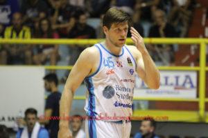 Nuova sconfitta per la Dinamo Banco di Sardegna, sul campo dell'Aquila Basket Trento: 71 a 66 (primo tempo 39 a 29).