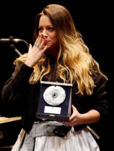 """È la sarda Daniela Pes la vincitrice del """"Premio dei Premi"""" 2018, il contest che riunisce i vincitori dei concorsi italiani di canzone d'autore e world music intitolati ad artisti scomparsi."""