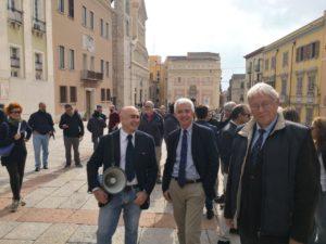 Il vicepresidente della Regione Raffaele Paci è intervenuto al Flash Mob organizzato in piazza Palazzo a Cagliari, in difesa della libertà di informazione dopo i ripetuti attacchi da parte di rappresentanti istituzionali del Governo.