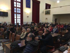 Nella sala polifunzionale di Piazza Roma, a Carbonia, l'incontro dedicato alla presentazione del Rapporto Caritas sulla Povertà.