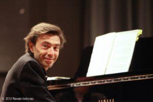 Il pianista e musicologo Carlo Balzaretti domani e venerdì a Cagliari, per parlare di Claude Debussy.
