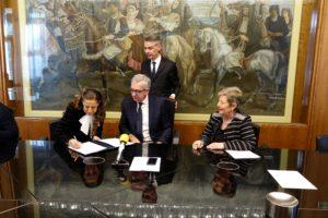 E' stato siglato stamane, a Villa Devoto, l'accordo di collaborazione tra la Regione e la Corte d'Appello di Cagliari per l'attivazione di tirocini destinati a giovani laureati.