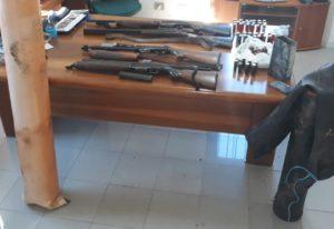 I carabinieri di Teulada, in località Serra Cottura Manna, hanno rinvenuto e sequestrato 4 fucili e un centinaio di cartucce occultati nel terreno.