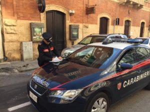 """Attentato incendiario al portone d'ingresso del locale notturno """"Donegal"""", a Cagliari. Lievi i danni, indagano i carabinieri."""